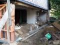 Díra v domě a nové základy